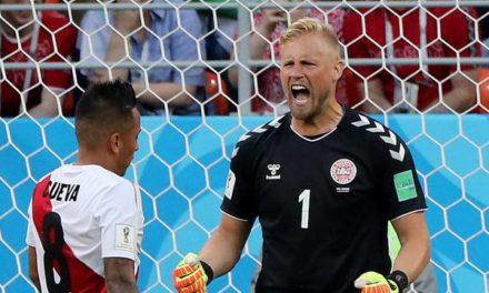 Dinamarca bate Peru em novo jogo com VAR (e erro de Cueva); Guerrero passa em branco