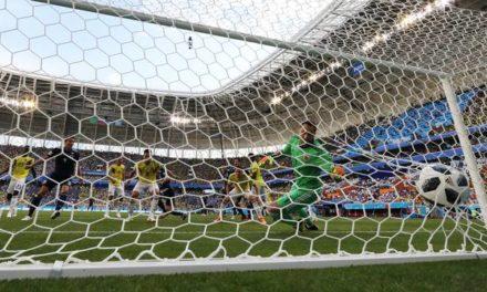 Com um a mais desde o início do jogo, Japão domina, vence a Colômbia e faz história