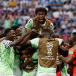 Com gols de Musa, Nigéria vence a Islândia, entra na briga e dá esperança à Argentina