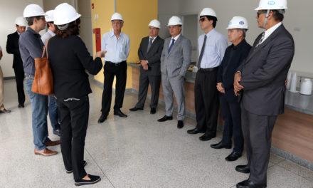 Representantes de associações médicas e do MP conhecem Instituto Couto Maia