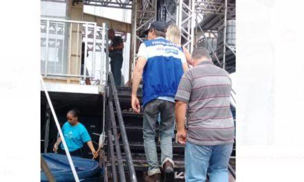 Prefeitura notifica estabelecimentos comerciais e vistoria palco na Barra