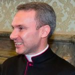 Vaticano condena sacerdote acusado de pedofilia a cinco anos de prisão