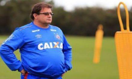 Diretoria do Bahia demite o treinador Guto Ferreira