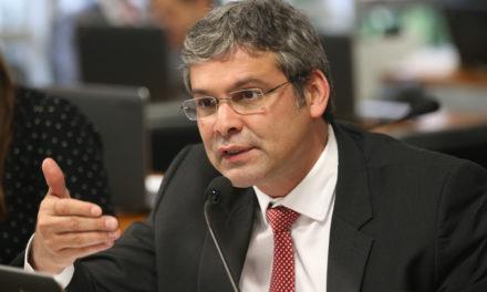 PGR aponta indícios de atuação de Lindbergh Farias em favor da OAS