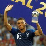 Mbappé iguala Pelé, vira o segundo adolescente a marcar em final de Copa