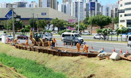 Novo ponto de ônibus começa a ser construído na ACM por conta de obras do BRT