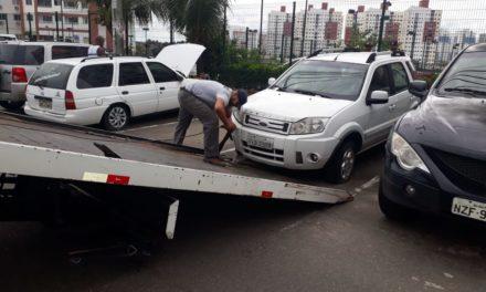 Operação da Prefeitura recolhe nove veículos abandonados em Piatã