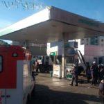 Caminhão invade posto de combustíveis em Salvador, mata um e fere seis