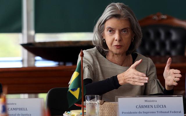 Aumento de salário não é o melhor para o Brasil, diz Cármen Lúcia