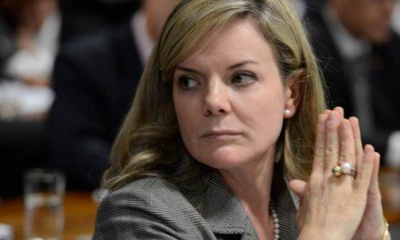 Em carta lida por Gleisi, Lula critica Fachin