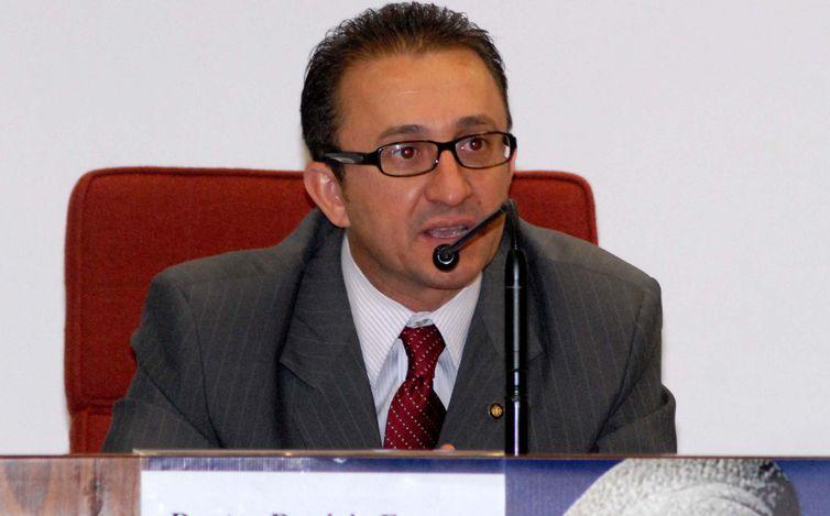 PGR pede abertura de investigação contra desembargador Rogério Favreto