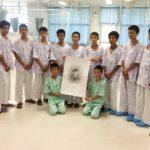 Meninos resgatados de caverna na Tailândia lamentam morte de mergulhador voluntário