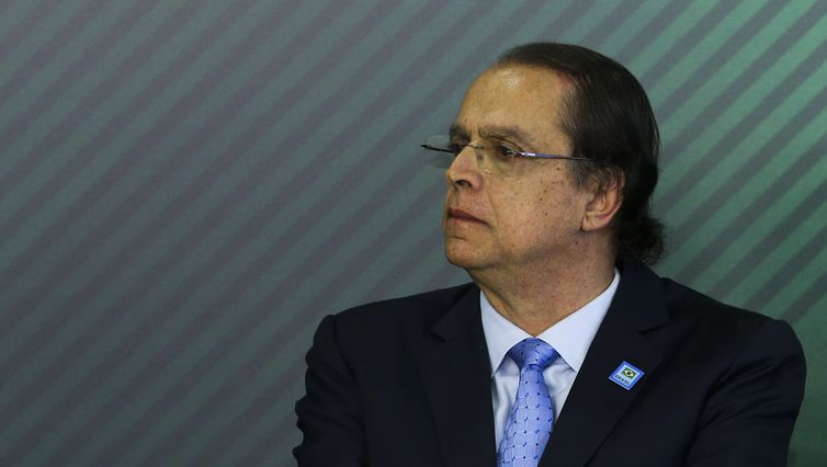 Ministro suspende por 90 dias procedimentos sobre registro sindical