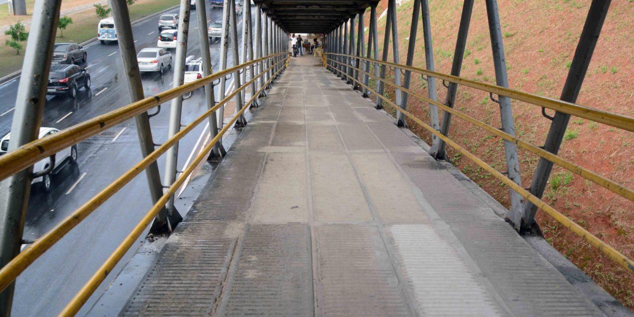 Prefeitura substitui trecho com desgaste de passarela da Bonocô
