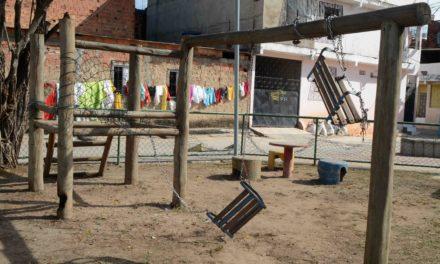 Praça de Fazenda Coutos é totalmente depredada por vandalismo