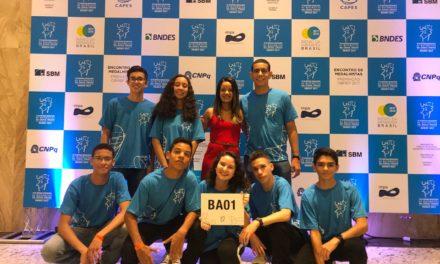 Estudantes recebem medalhas de ouro da Olimpíada Brasileira de Matemática