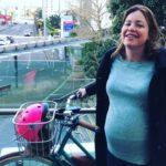 Ministra neozelandesa pedala até hospital para dar à luz