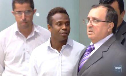 """Edílson """"Capetinha"""" é transferido para Florianópolis após prisão por atraso de pensão"""