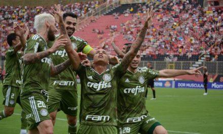 Com dois de Deyverson, Palmeiras vence e afunda Vitória na zona da degola