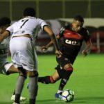 De virada e com Erik em boa jornada, Botafogo supera Vitória em jogo de sete gols no Barradão