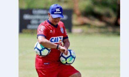 O auxiliar Luís Fernando Flores  substitui o suspenso Enderson Moreira hoje contra o Flamengo na Arena Fonte Nova
