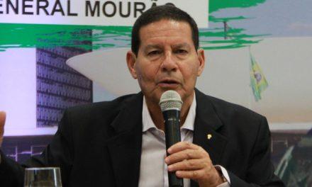 Após vice chamar de 'jabuticaba' o 13º, Bolsonaro diz que só quem desconhece a Constituição critica benefício