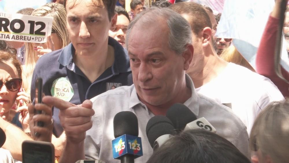 Ciro Gomes xinga e empurra jornalista em visita a Roraima