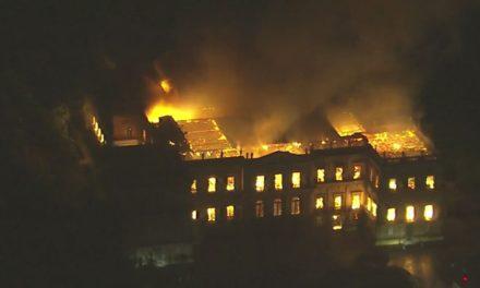 Incêndio no Museu Nacional destrói coleções e exposições