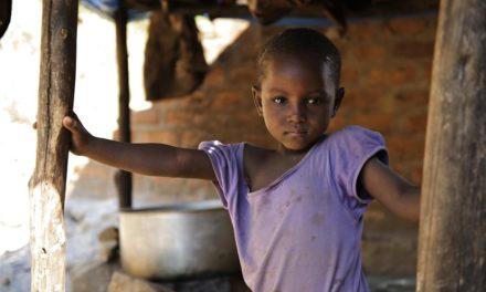 Uma criança menor de 15 anos morre a cada 5 segundos em todo o mundo, diz relatório da OMS