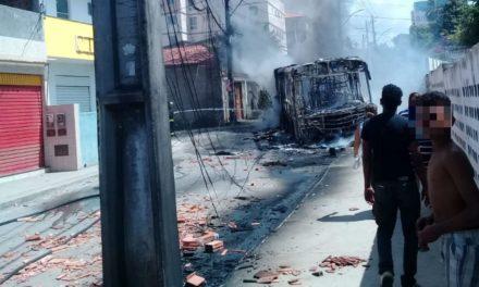 Seis dias após ônibus ser incendiado, coletivos voltam a circular em rua no Jardim das Margaridas