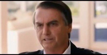 Na propaganda eleitoral, Bolsonaro critica PT e mostra família
