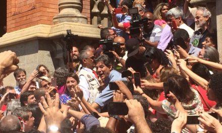 Em campanha no Rio, Haddad diz que pretende acabar com teto de gastos e elevar investimento em saúde
