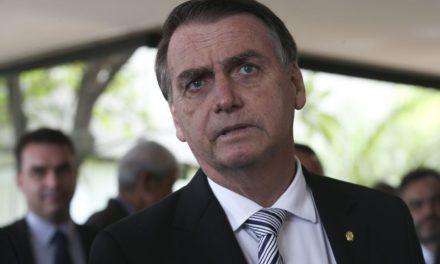 Bolsonaro reitera que decisão sobre médicos cubanos é humanitária