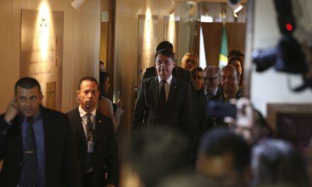 Bolsonaro quer reduzir em 30% número de comissionados nos ministérios