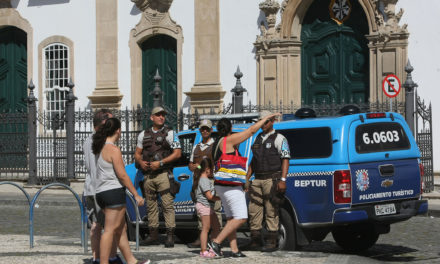 Policiais participam de qualificação para atendimento aos turistas