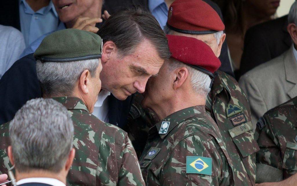 Ala militar se vê traída e discute se segue com Bolsonaro - Farol News